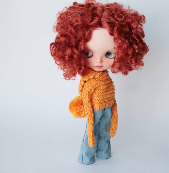 Yellow sweater,  Blythe knitted sweater with hood and pom pom, Extra long sleeve sweater Yellow doll outfit, Hand knitted pullover for doll