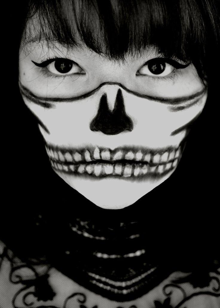 Make Up l Halfskull l Skull l Skull make up l Halloween l Carina Gall l Spiegelstaub Fotografie