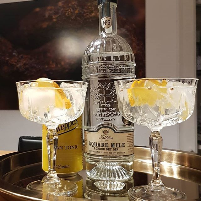 @cityoflondondistillery Square Mile Gin. Schweppes Indian Tonic orange and coriander. #gintonic #gin #dandywithlens #gt www.dandywithlens.com