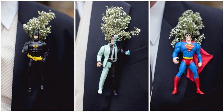 Lapelas suuuper criativas para ativar o lado noivo inspirado dos meninos! Tem para todos os gostos e todos os tipos de nerds de plantão!