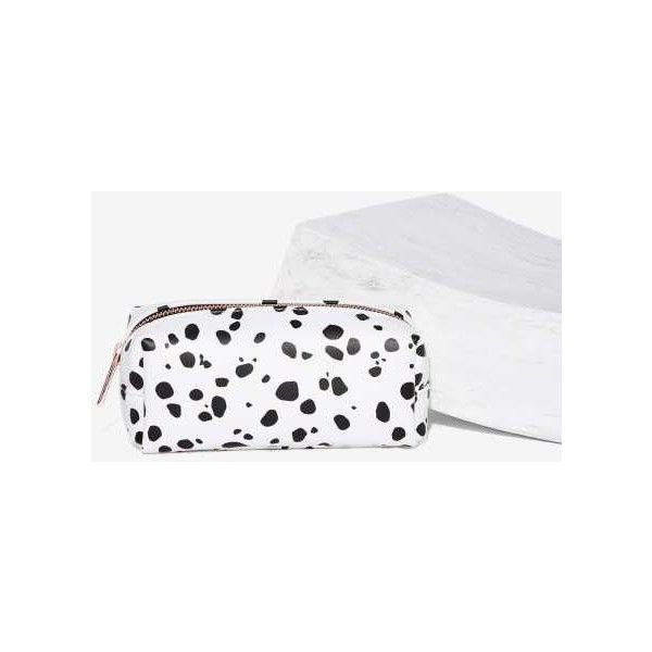 Skinnydip London Dalmatian Makeup Bag (1.215 RUB) ❤ liked on Polyvore featuring beauty products, beauty accessories, bags & cases, white, travel bag, purse makeup bag, toiletry bag, make up purse and makeup purse