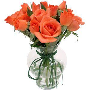 Flores e outros objetos que mudam a cara da decoração. http://www.retorna.com.br/blog/redecore-a-sua-casa-com-desconto/
