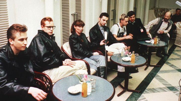 Die britische Popband 1988 während einer Pressekonferenz in der DDR