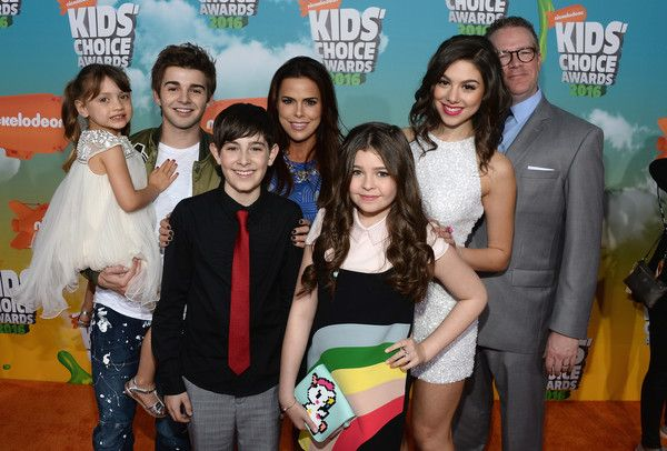 Rosa Blasi Photos Photos - (L-R) Actors Maya Le Clark, Jack Griffo, Diego Velazquez, Rosa Blasi, Addison Riecke, Kira Kosarin and Chris Tallman attend Nickelodeon's 2016 Kids' Choice Awards at The Forum on March 12, 2016 in Inglewood, California. - Nickelodeon's 2016 Kids' Choice Awards - Red Carpet