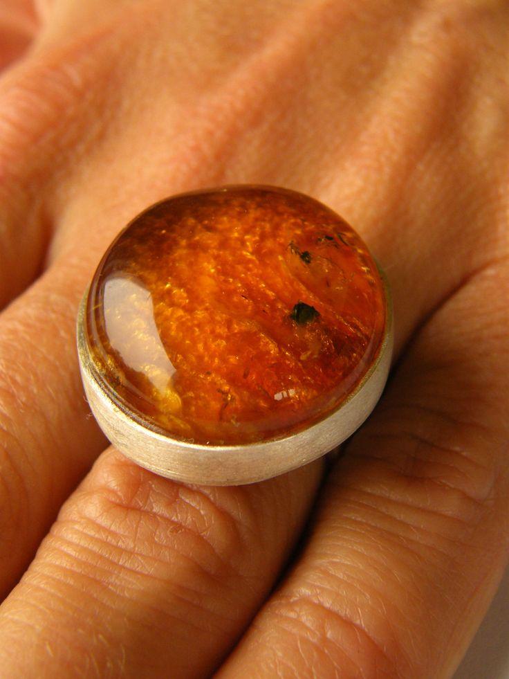 Amber Ring, ORANGE, matte sterling Silver rail,genuine amber,anillo ámbar,rav ring,anel,ambre,bärnsten,bernsteinring, 琥珀戒指, Handmade von JewellerWithSoul auf Etsy