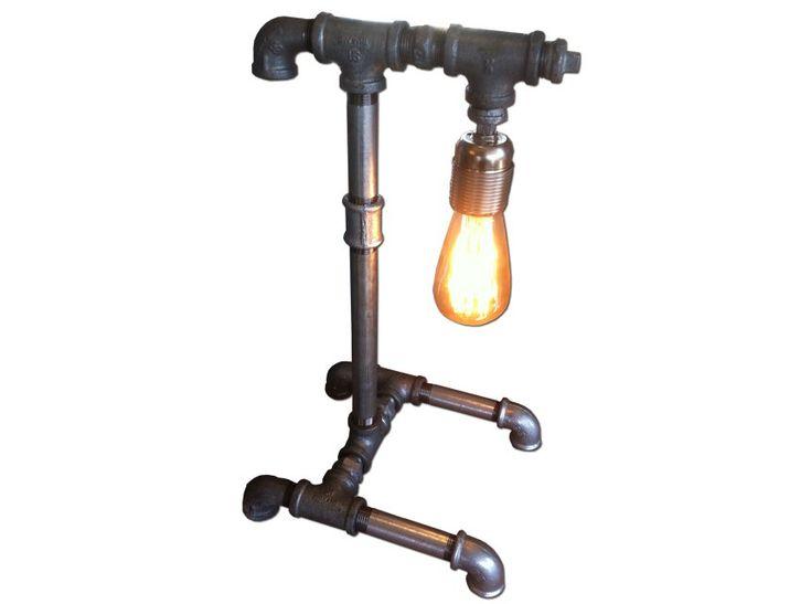 Χειροποίητη Vintage Επιτραπέζια λάμπα από υδραυλικούς σωλήνες, με λαμπτήρα Edison. Μία πρωτότυπη σειρά φωτιστικών όπου θα δώσει το απόλυτο βιομηχανικό στιλ στο χώρο σας. Διαθέσιμη σε ό,τι διάσταση και σχέδιο επιθυμείτε.