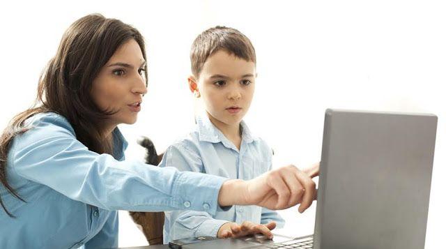 Μόλις ένας στους τρεις γονείς μιλάει στα παιδιά για τους κινδύνους στο Internet