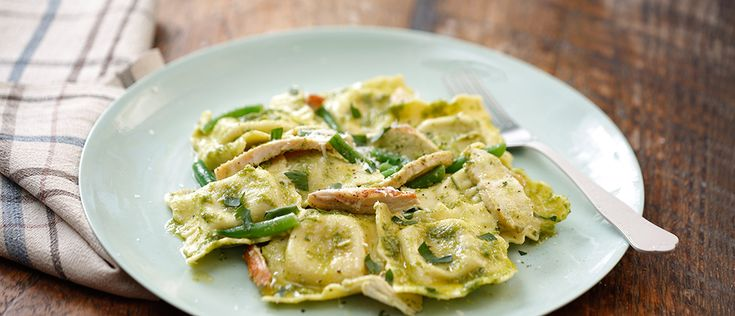 Recipes by Giovanni Rana - All the secrets for delicious Spinach & Ricotta Ravioli with Basil Pesto, Chicken & Green Beans. Try the unique taste of your creations!