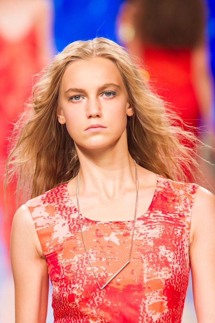 L'eyeliner turchese da sirenetta dà subito luce allo sguardo.  -cosmopolitan.it