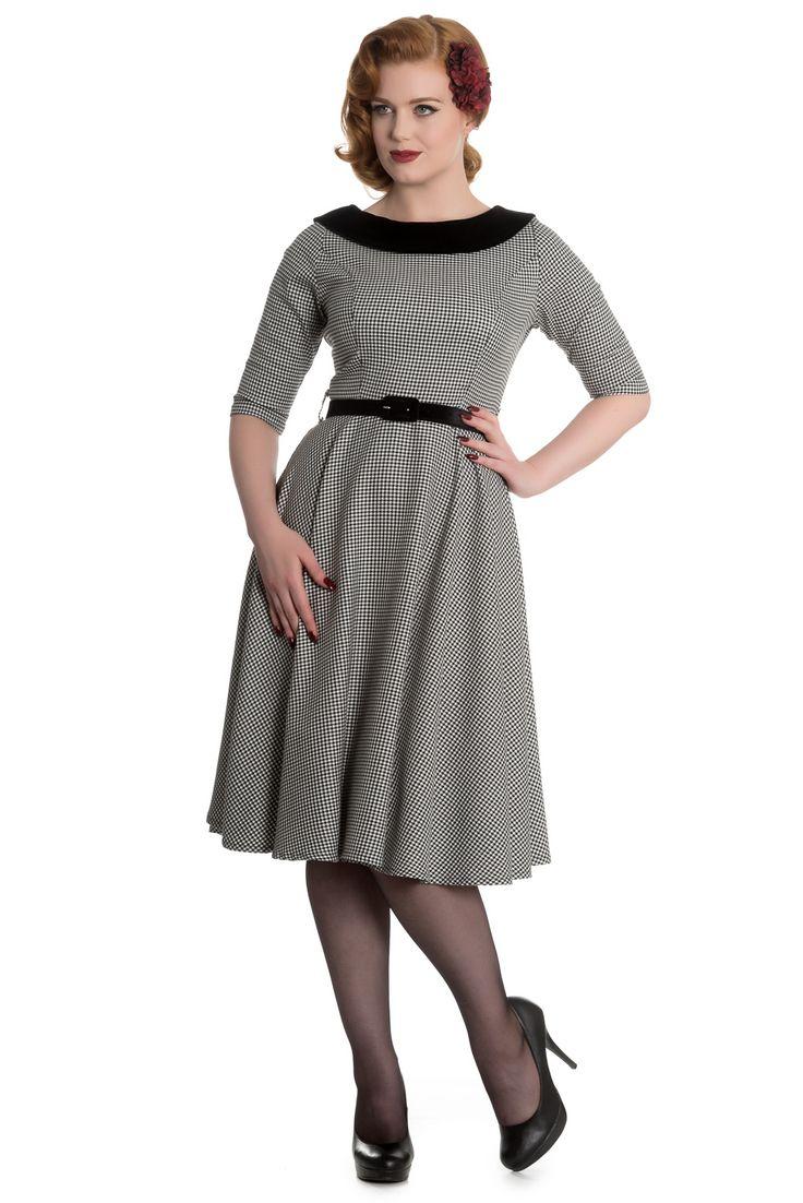 Šaty Hell Bunny Jackson Krásné šaty z anglické módní dílny Hell Bunny, které využijete jak do kanceláře, tak na méně formální společenskou událost. Příjemný kousek vhodný na nošení od podzimu do jara díky mírně teplejšímu materiálu (63% polyester, 34% viskóza, 3% elastan) ve vzoru černobílé pepito (kohoutí stopa). Elegantní tříčtvrteční rukáv, projmuté v pase, sukně rozšířená do tvaru A. Lodičkový výstřih s límcem z jemného veluru, součástí černý pásek ze stejného materiálu. Zapínání na zip…