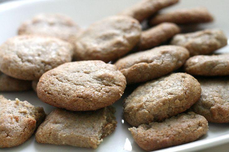 פריכות ומפנקות. עוגיות טחינה משומשום מלא (צילום: אבירם פלג)