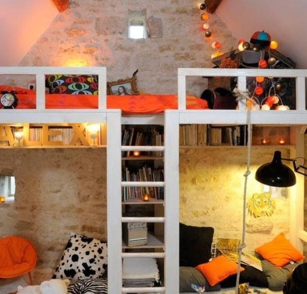 35 Cool Kids Loft Beds | Kidsomania Lisa. This is what I would love to build along one wall.  ...