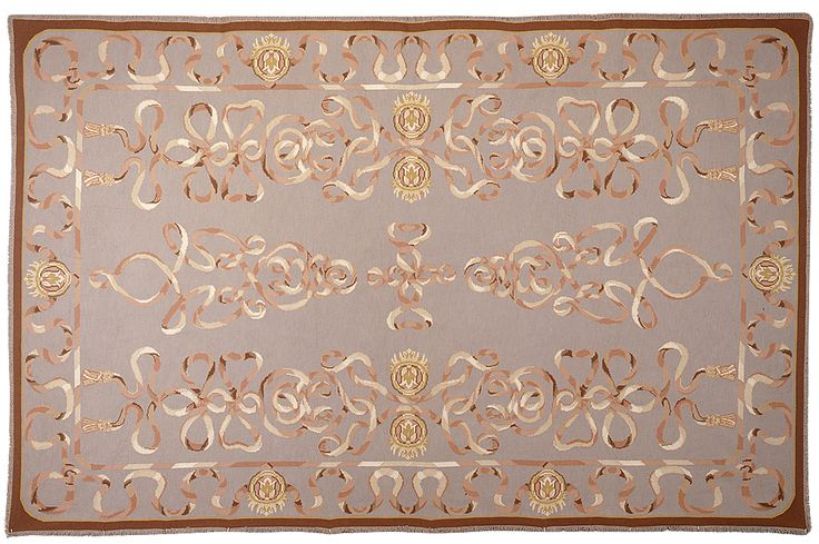 Fotografias e exemplos de tapetes e tapeçarias de Arraiolos.
