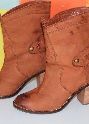 À vendre sur #vintedfrance ! http://www.vinted.fr/chaussures-femmes/bottes-and-bottines/28595477-bottine-santiag-cow-boy-marron-cuir-t38-cassis-demi-saison-chicethniqueromantique