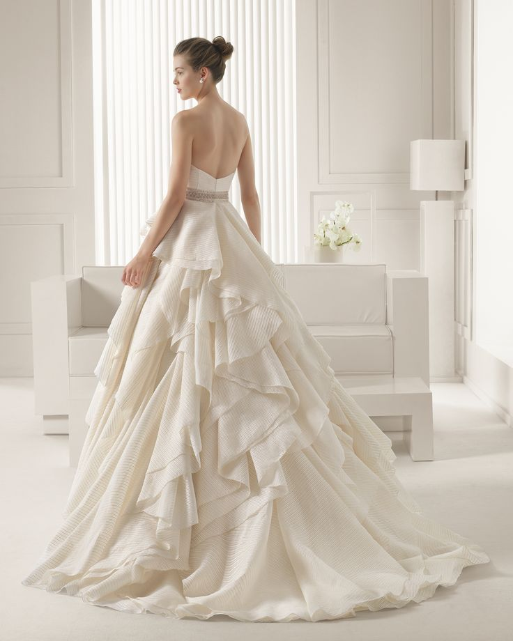 The backside of the pretty gown I don't usually like.  ===  Rosa Clara Wedding Dresses 2015 - MODwedding