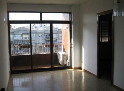 Piso de 95 m2 en Zona Franca http://www.alquiler.com/anuncios/piso-de-95-m2-en-zona-franca-barcelona-en-barcelona-6908