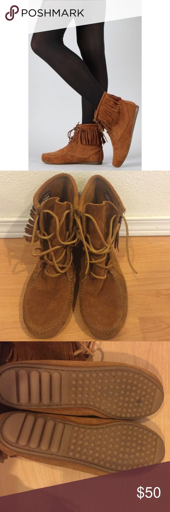 """[Minnetonka] •Suede Fringe Lace Up Tramper Boots• Beautiful Minnetonka suede fringe lace up boots in """"Tramper"""" style. Gently worn, lots of life left. Some scuffs/marks - could probably be removed with suede shoe cleaner. Size 7. Minnetonka Shoes Lace Up Boots"""