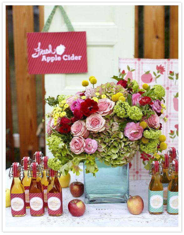 apple cider tableApples Cider, Ideas, Wedding Favors, Fall Parties, Apple Cider, Flower Arrangements, Thanksgiving Parties, Floral Arrangements, Fall Wedding
