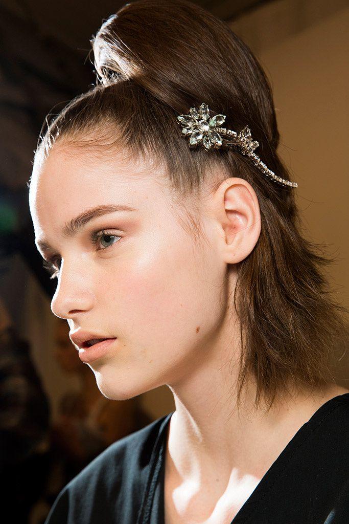 prada, coleta alta, tendencia peinados, cabello, coleta prada, fashion blogger, blog mallorca, broches, tendencia peinados