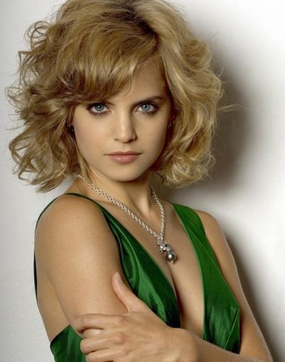 images of layered haircuts best 25 mena suvari ideas on medium length 4295