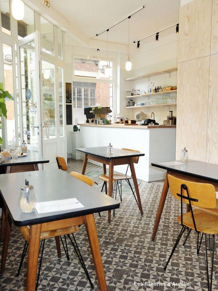 The Broken Arm - 12 rue Perrée 75003 PARIS (http://lesflaneriesdaurelie.com/coffee-shops-parisiens/) tafels en stoelen!!