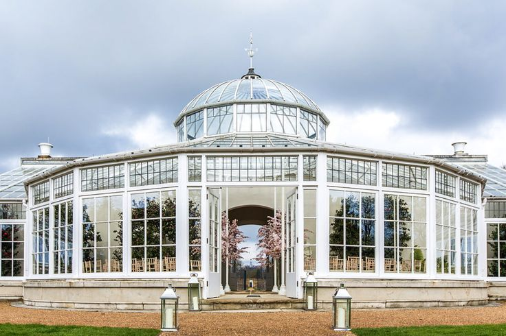 Wedding Venues in West London, London | Chiswick House and Gardens | UK Wedding Venues Directory - Image by Anna Kunst Photography.                                                                                                                                                     More