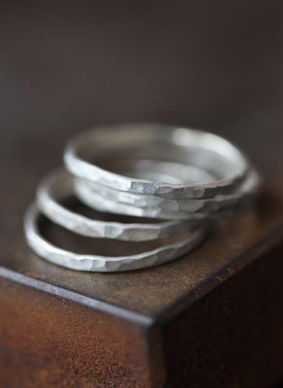 Martellato argento anelli di accatastamento di LexLuxe su Etsy, $36.00