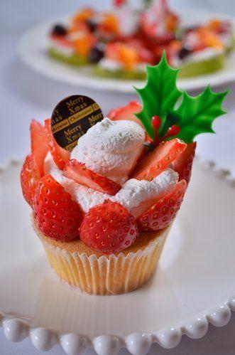 クリスマスにぴったり!苺とクリームたっぷりのカップケーキを作る方法 | nanapi [ナナピ]
