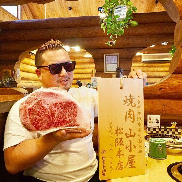【マスコットキャラクター】 ・ 鳥羽の帰りに松坂牛食べに松坂へ、、、。 ・ 私が株主でありマスコットキャラクターのミネ社長の店で松坂牛食らって来たよ! ・ 松坂でも最安で松坂牛を提供してくれるから皆様伊勢や松坂に寄った際は『山小屋』に行ってね! ・ 株主の山田マンの紹介で来ましたとお伝え下さい٩( 'ω' )و ・ 皆様どうぞ宜しくお願い致します! ・ #松坂牛 #高級焼肉 #焼肉 #肉 #和牛 #ブランド牛 #松坂市 #伊勢神宮 #伊勢 #伊勢旅行 #山小屋 #牛肉 #最安値 #松坂牛最安値 #団体旅行 #団体客 #承ります #三重旅行