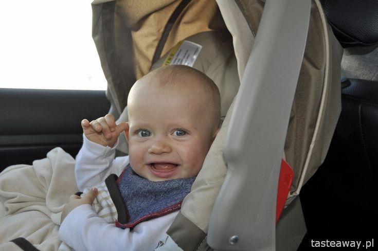 Dziecko w samochodzie: jak przetrwać 2, 4 czy nawet 10 godzin?