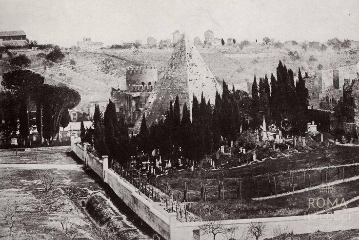 Cimitero Acattolico, dietro Piramide e Porta San Paolo (1855 ca)
