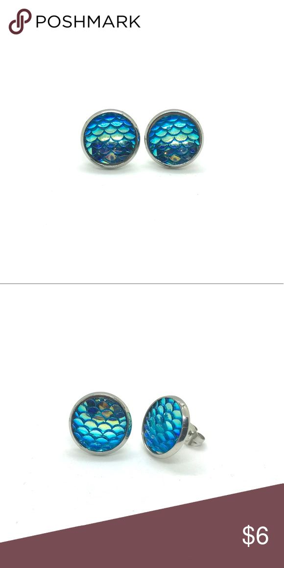 Green Mermaid Scale Earrings, halographics Mermaid Scale Post Earrings magical earrings for girls and women.  Available in three color: green, blue, and purple  Dimensions: 14 mm diameter  Materials: Acrylic face with Silver plated backings Jewelry Earrings