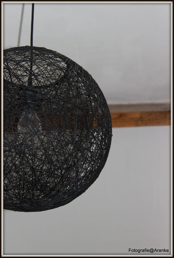 Van deze lamp hebben we er 3 . geven een leuk effect als ze aan zijn. hangen in trapgat, hal beneden en slaapkamer
