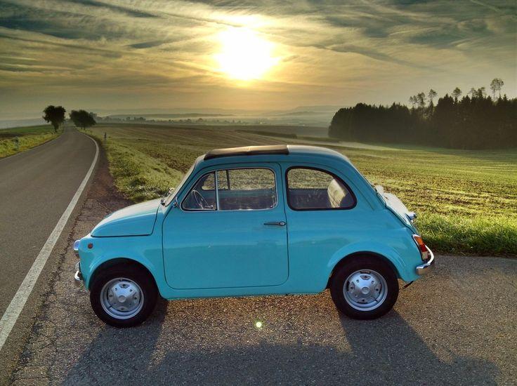 Fiat 500 R bei Sonnenaufgang von Gerhard Schwierz