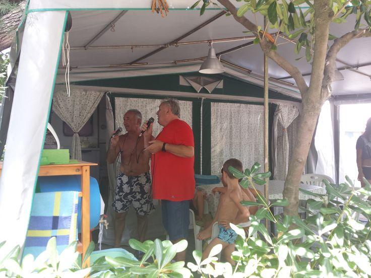 si canta !! #interntionalcamping #pineto #abruzzo #italy #spiaggia #beach #sea #mare #sabbia #estate #divertimento #allegria #sole #sun #summer