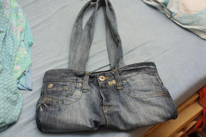 Her er en tutorial på å sy om et par med brukte Jeans til en søt og anvendelig veske med glidelås...