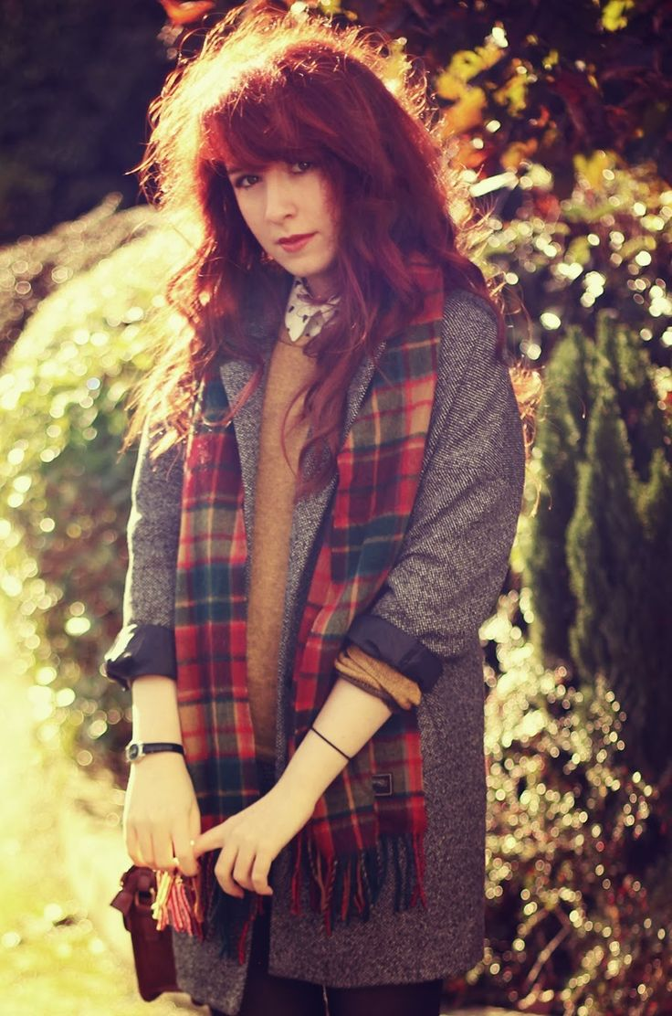 Really nice layers! great coat and scarf, looks great with red hair! @jan issues Howard To Be A Redhead  #howtobearedhead  #redheadfriendly