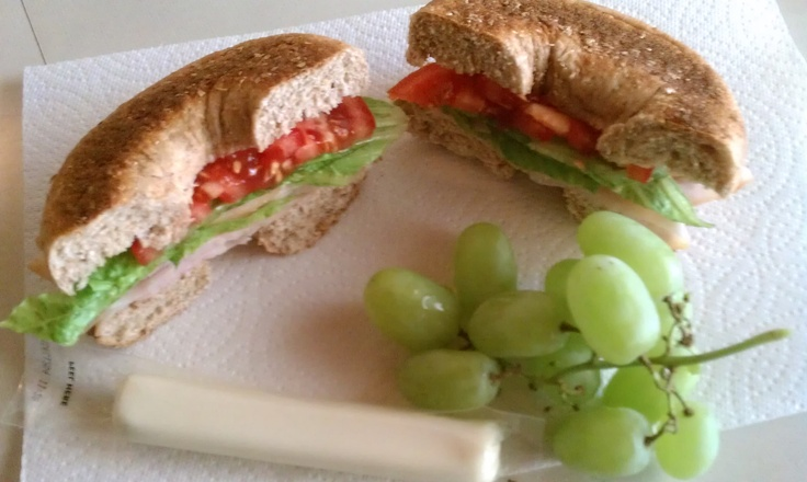 LUNCH : {on the go} Turkey sandwich on a whole wheat bagel with ...