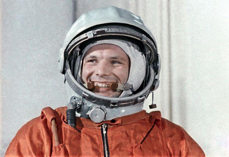 http://soviet.space/wp-content/uploads/2015/04/YU.A.-Gagarin-Paradnoe-foto.jpg