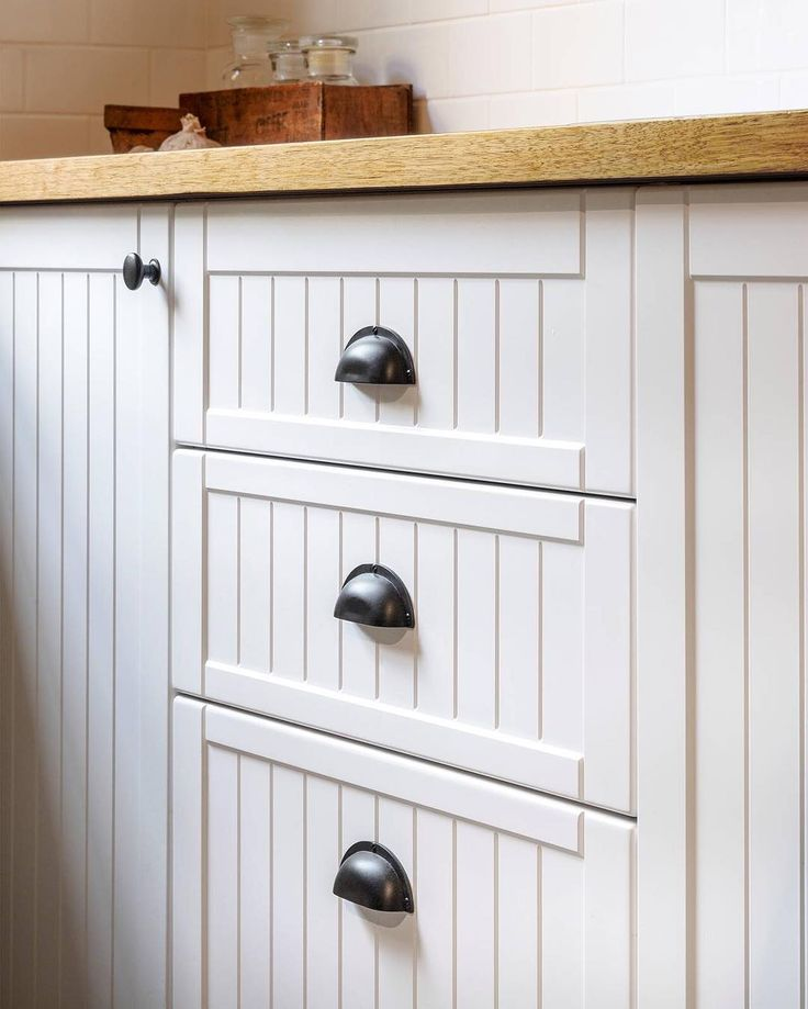 17 best images about what about handles on pinterest for Traditional kitchen cabinet handles