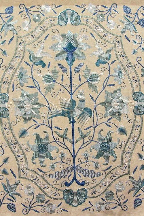 Bordado tradicional de Castelo Branco. Este bordado é feito com linho e fios de seda. Portugal