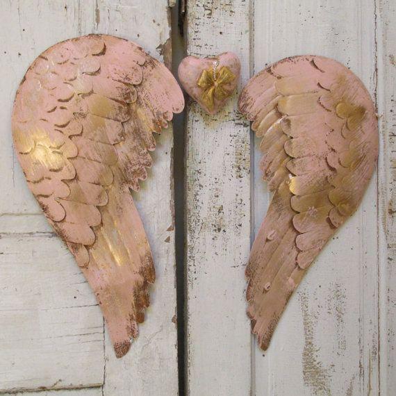 Rosa Metall Zinn-Engel Flügel Wand Dekor mit von AnitaSperoDesign