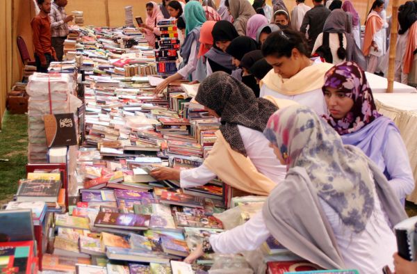 Students look different books on stalls during Book Fair held at Jinnah Women University in Karachi on Tuesday, May 08, 2012.: Book Fairs, Student, Books Fair