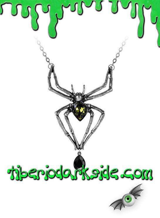 EMERALD VENOM PENDANT  Colgante de araña con cristales swarovski verde y negro, de Alchemy Gothic. Mortífero depredador preparado para hundir sus envenenadas mandíbulas. Incluye la cadena. Material: peltre inglés (aleación de estaño y cobre).  TALLA: ÚNICA  TAMAÑO: 6,8 cm ancho x 11 cm alto CADENA: 50 cm