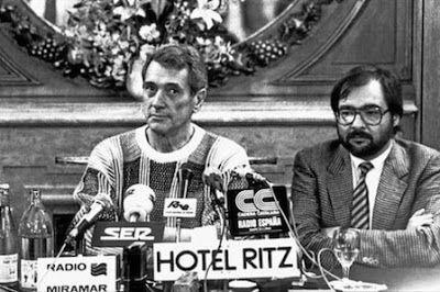 Y de pronto la fiesta se acabó El 25 de julio de 1985, Rock Hudson anunció públicamente que padecía sida y que estaba harto de sostener una vida que no era la suya. La muerte del galán, apenas dos meses después, sepultó a base de miedos y estigmas la incipiente fiesta de la liberación gay.  Jordi Petit | El Periódico, 2015-07-19 http://www.elperiodico.com/es/noticias/gente-y-tv/pronto-fiesta-acabo-4366466