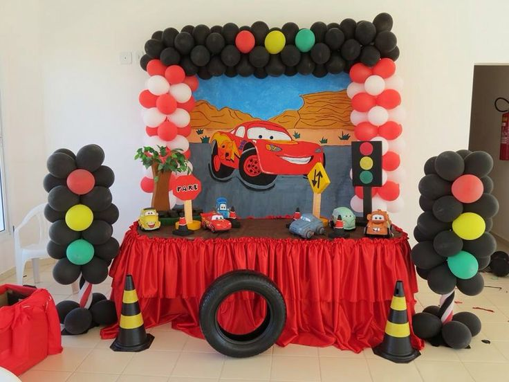 Decoración con globo de cars | Decoración Cars | Pinterest