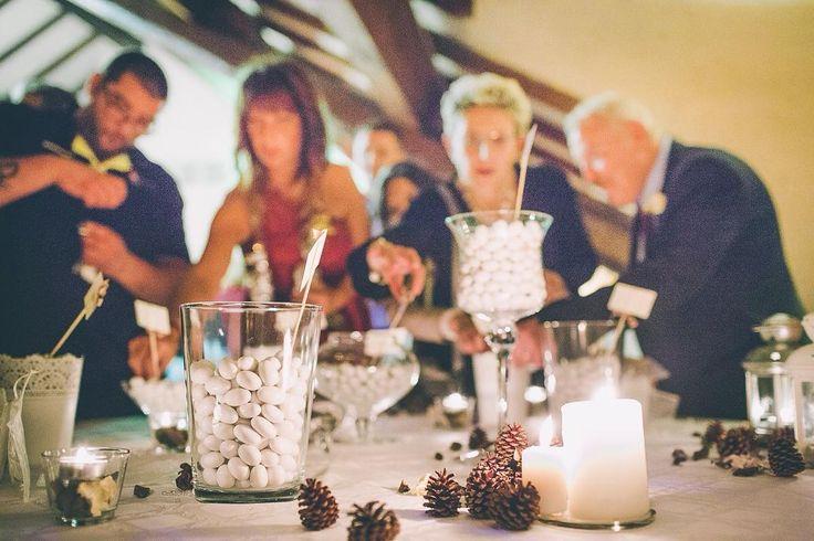 C'è sempre bisogno di dolcezze nella vita...#confettata #Event_ualmente #weddigplanner #sweetness #sweettable #confetti #instawedding #matrimonio #winterwedding #fattocolcuore #pigna #weddingdecor #allestimento #weddingguest #weloveconfetti #weddinginitaly #weddingday #candele #bride #theknot