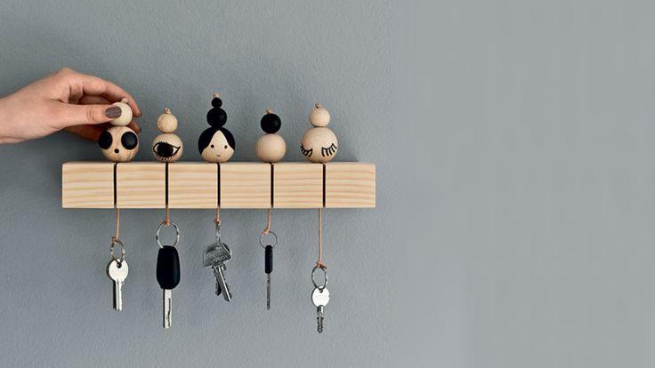 Un porte clé en bois DIY - Vous passez votre temps à chercher vos clés de maison, de voiture,... et cherchez une solution pour les ranger au même endroit d'une façon originale ? Et b