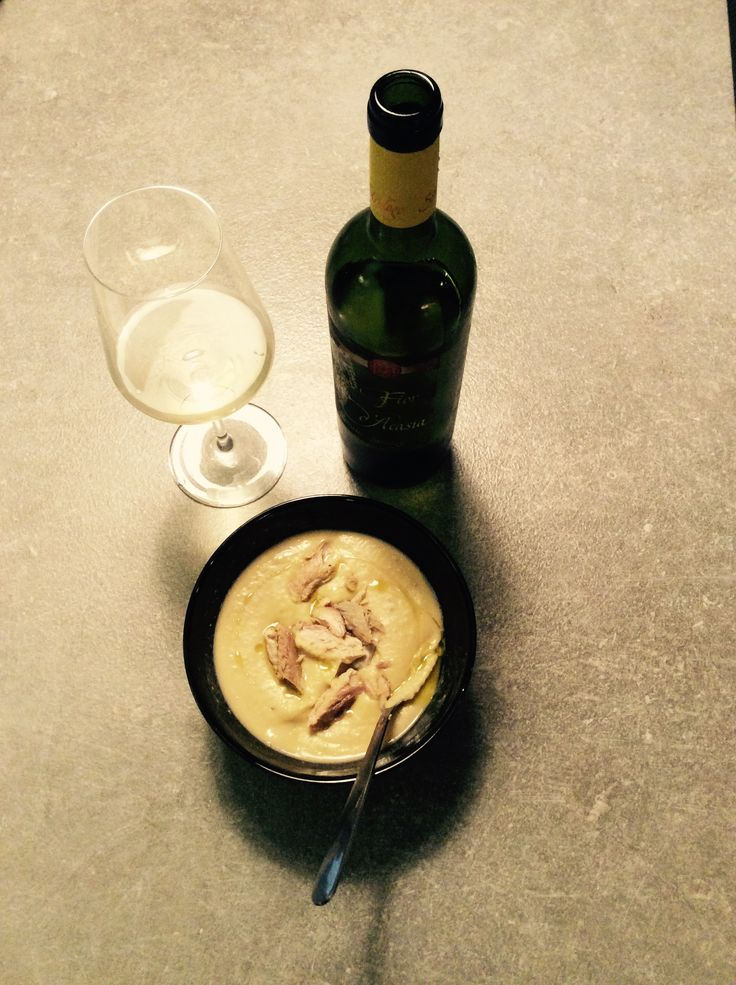 Chickpeas vellutata with mackerel filets and a glass of Fior d'Acasia from Strologo winery, Marche
