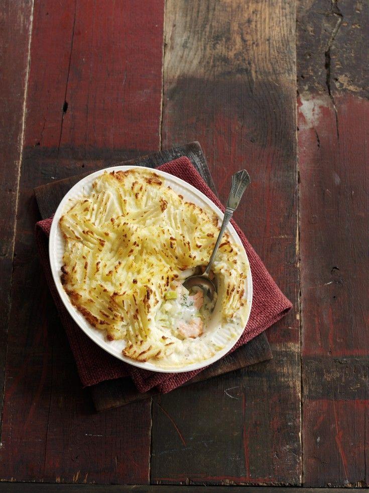 La fish pie è un pasticcio di pesce tipico della cucina britannica che si prepara con pesci carnosi ricoperti di purè di patate: ecco la ricetta.
